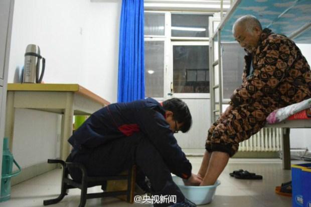 guy takes paralyzed father to university