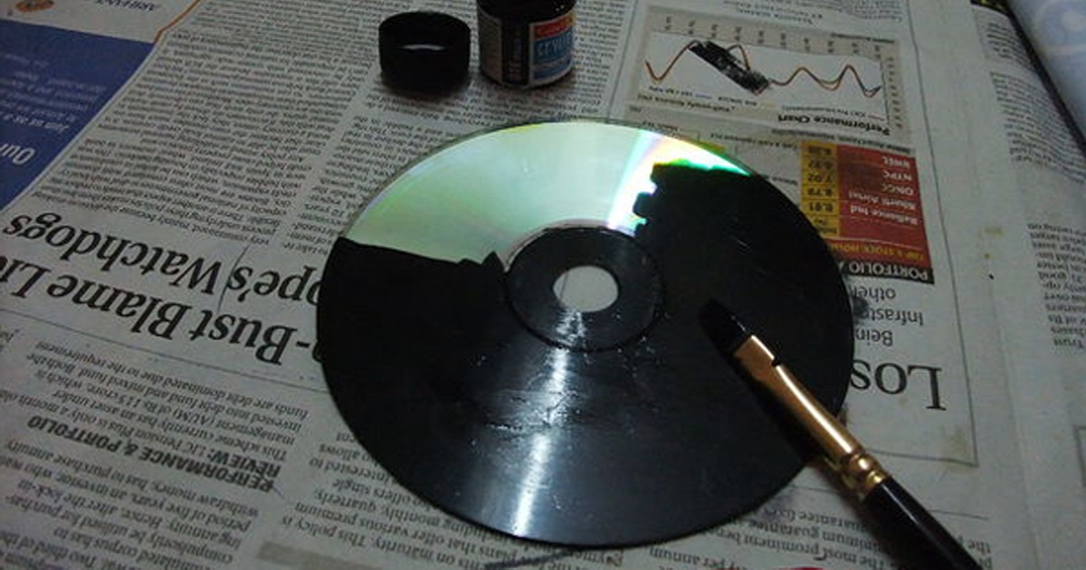 She Paints Her Old CD's Black. What She Ends Up Creating Is The Most Creative Thing Ever