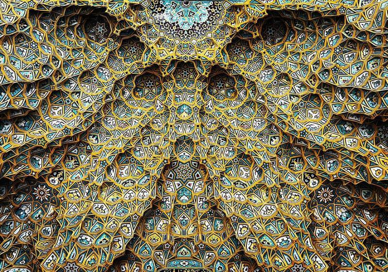 hypnotizing art of mosque's ceiling 1