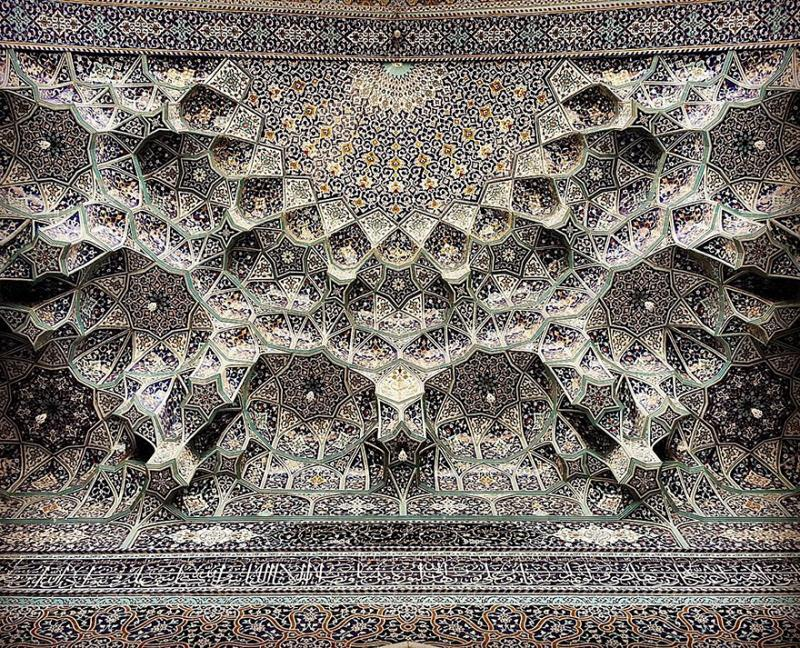 hypnotizing art of mosque's ceiling 15