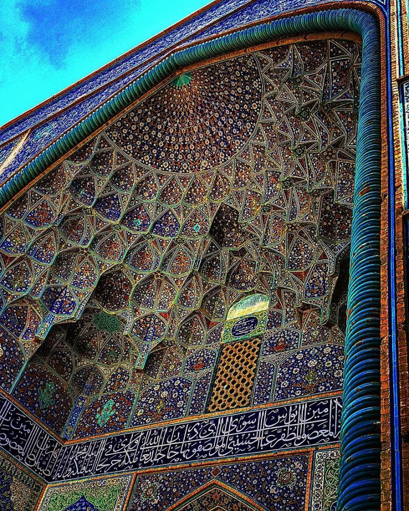 hypnotizing art of mosque's ceiling 2