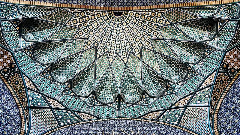hypnotizing art of mosque's ceiling 3