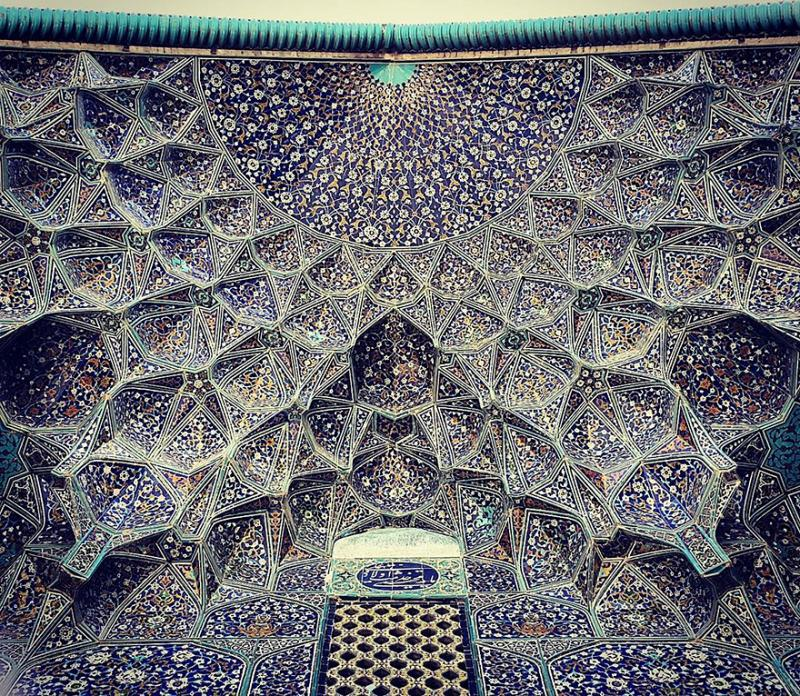 hypnotizing art of mosque's ceiling 6