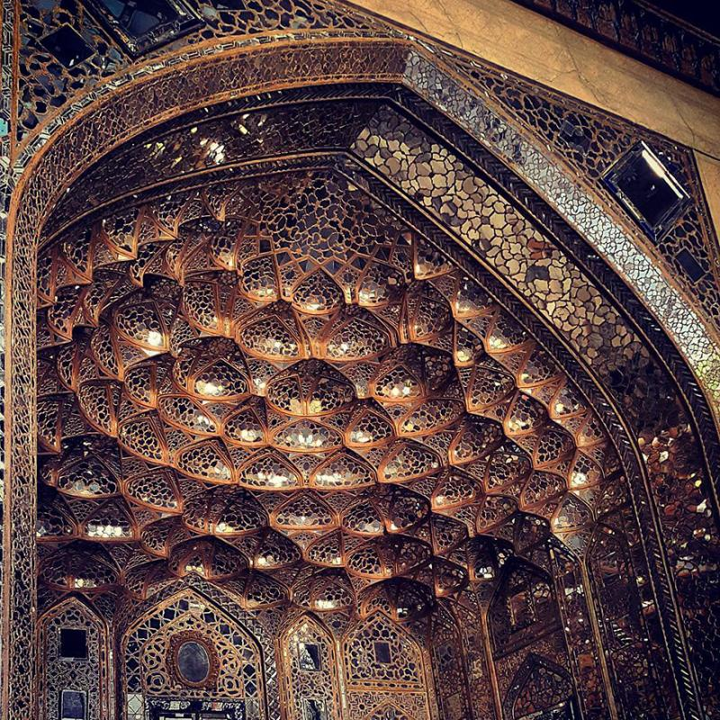 hypnotizing art of mosque's ceiling 7