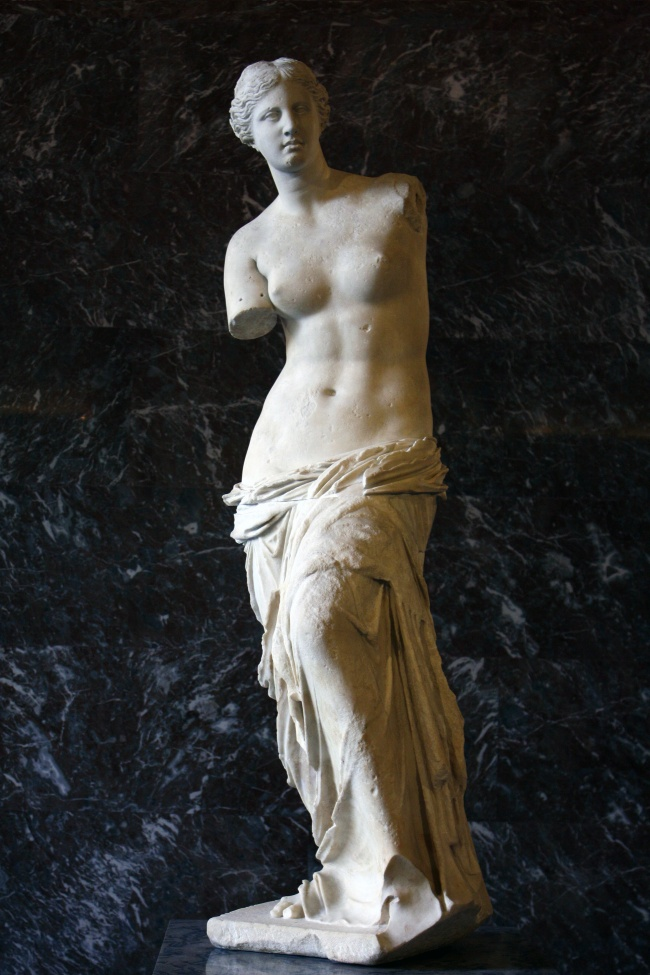 mysteries hidden within famous statues 8