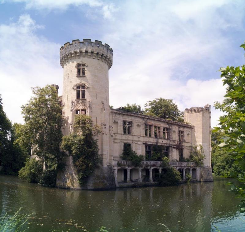preservationists save forgotten castle 5
