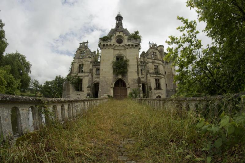 preservationists save forgotten castle 9