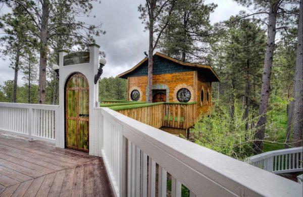 hobbit-themed treehouse 5