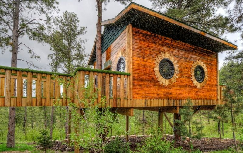 hobbit-themed treehouse 6