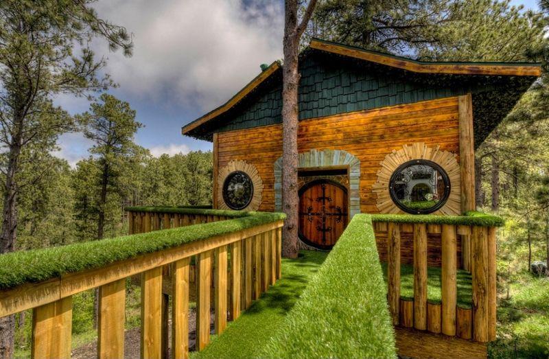hobbit-themed treehouse 7