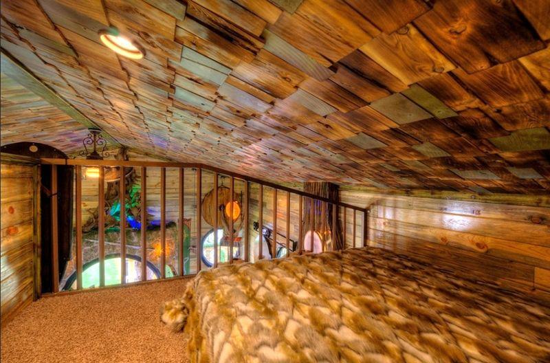 hobbit-themed treehouse 8