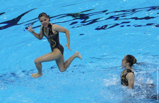 synchronized swimmers' faces 12