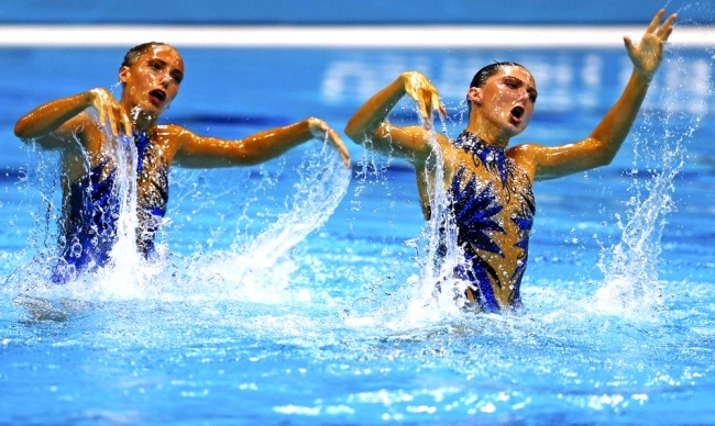 synchronized swimmers' faces 15