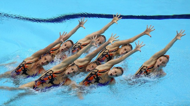 synchronized swimmers' faces 4