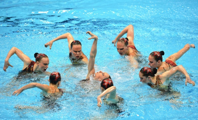 synchronized swimmers' faces 9