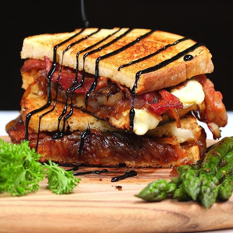 bacon-and-brie-grilled-cheese1