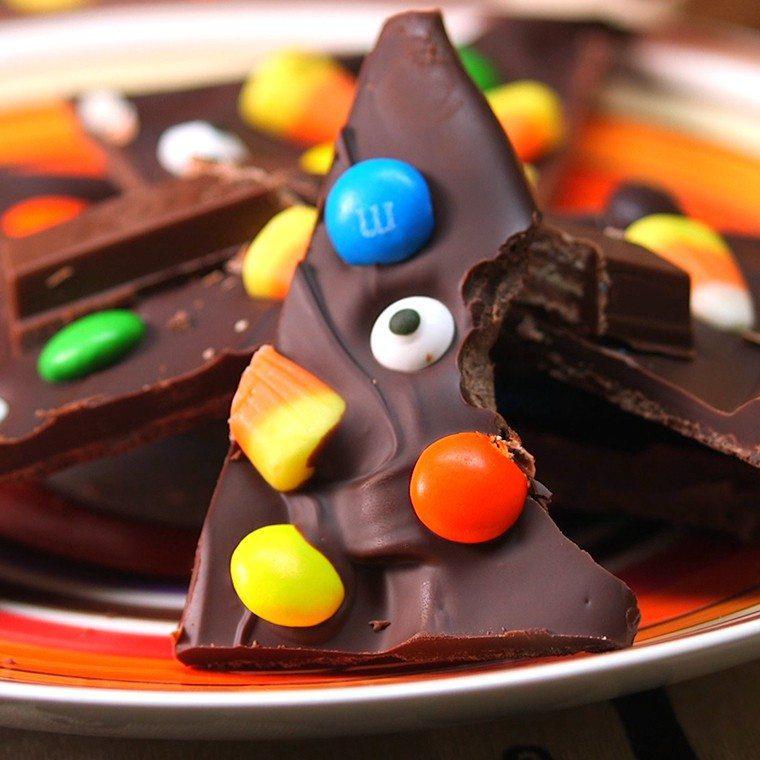 halloween-candy-bark1