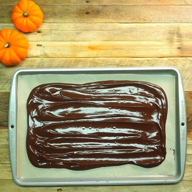 halloween-candy-bark3