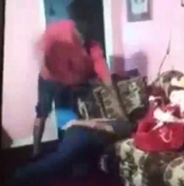 father beats daughter for having snapchat