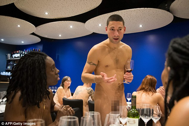 paris opens nudist restaurant